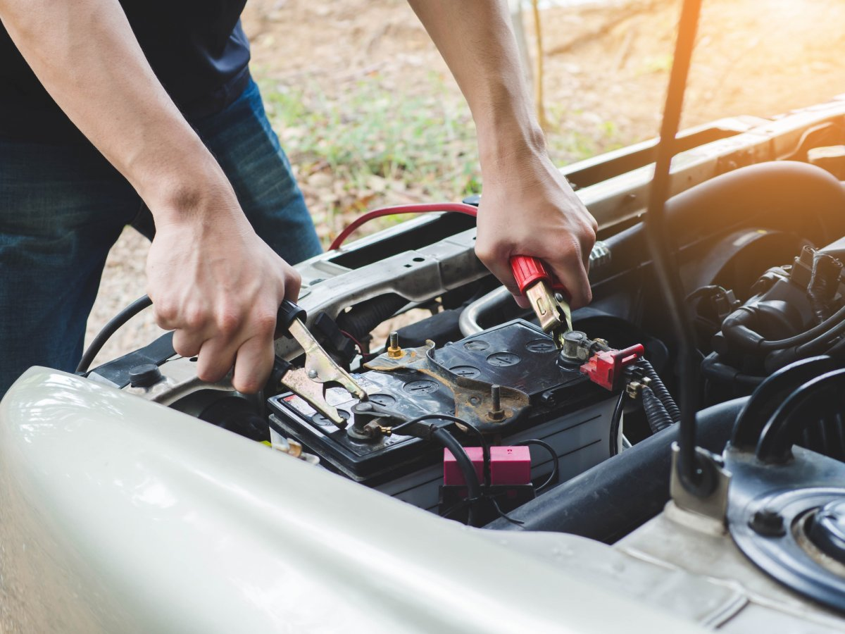 5 Dead Car Battery Tricks to Try When Your Car Dies
