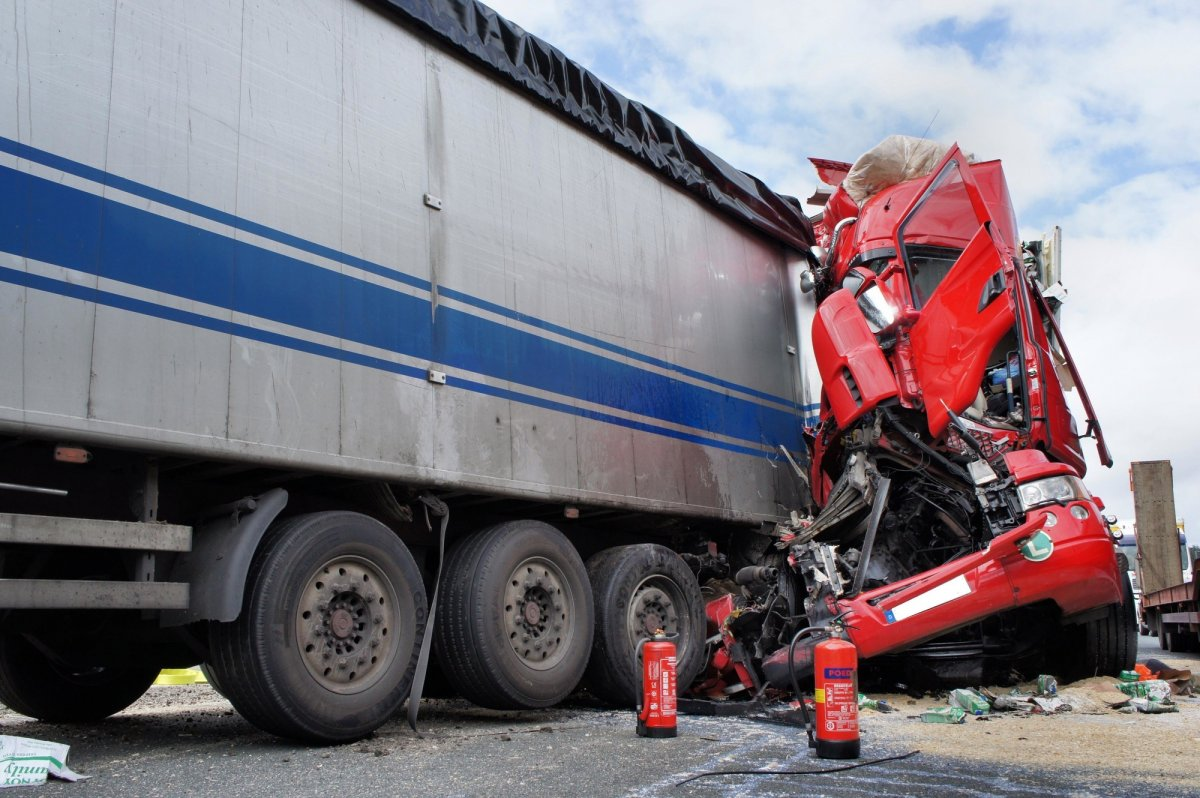 4 Common Causes of Big Rig Accidents and How to Avoid Them